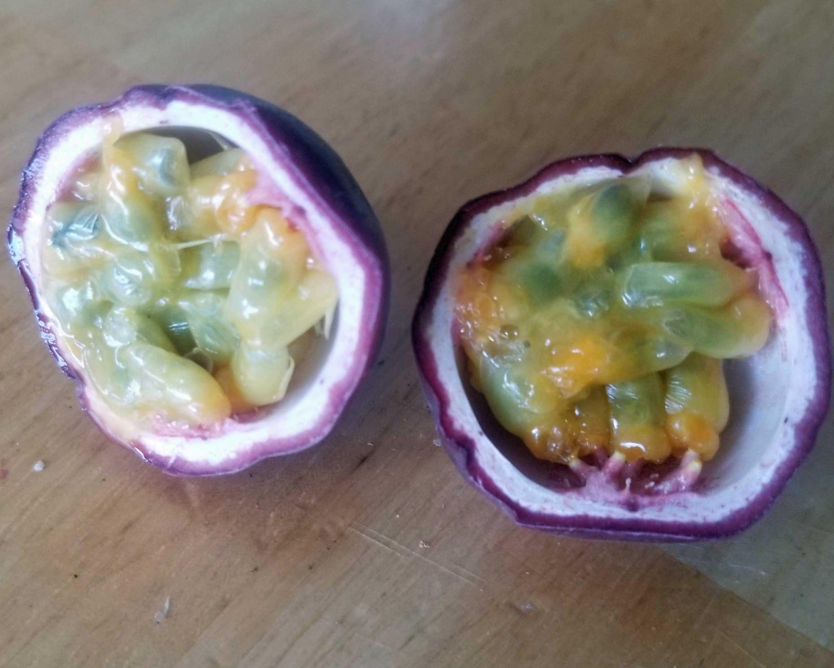passionfruit-sliced